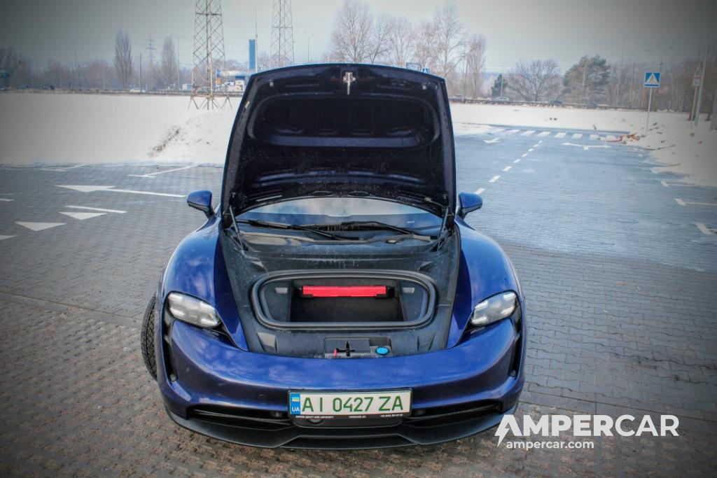 Тест-драйв Porsche Taycan 4S (фото ampercar.com)